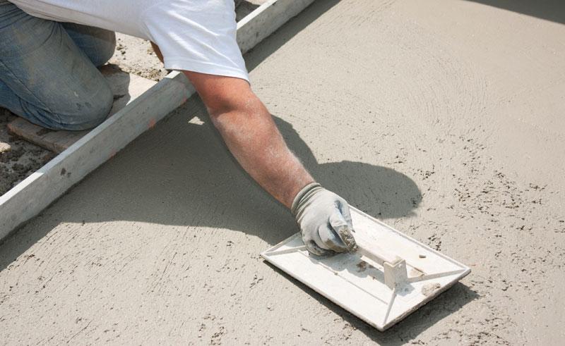 outils du maçon platroir et lisseuse
